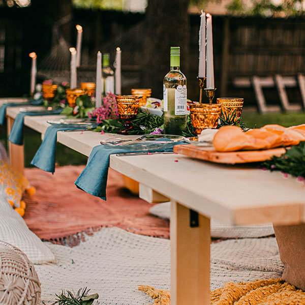 Table de garden party décorée